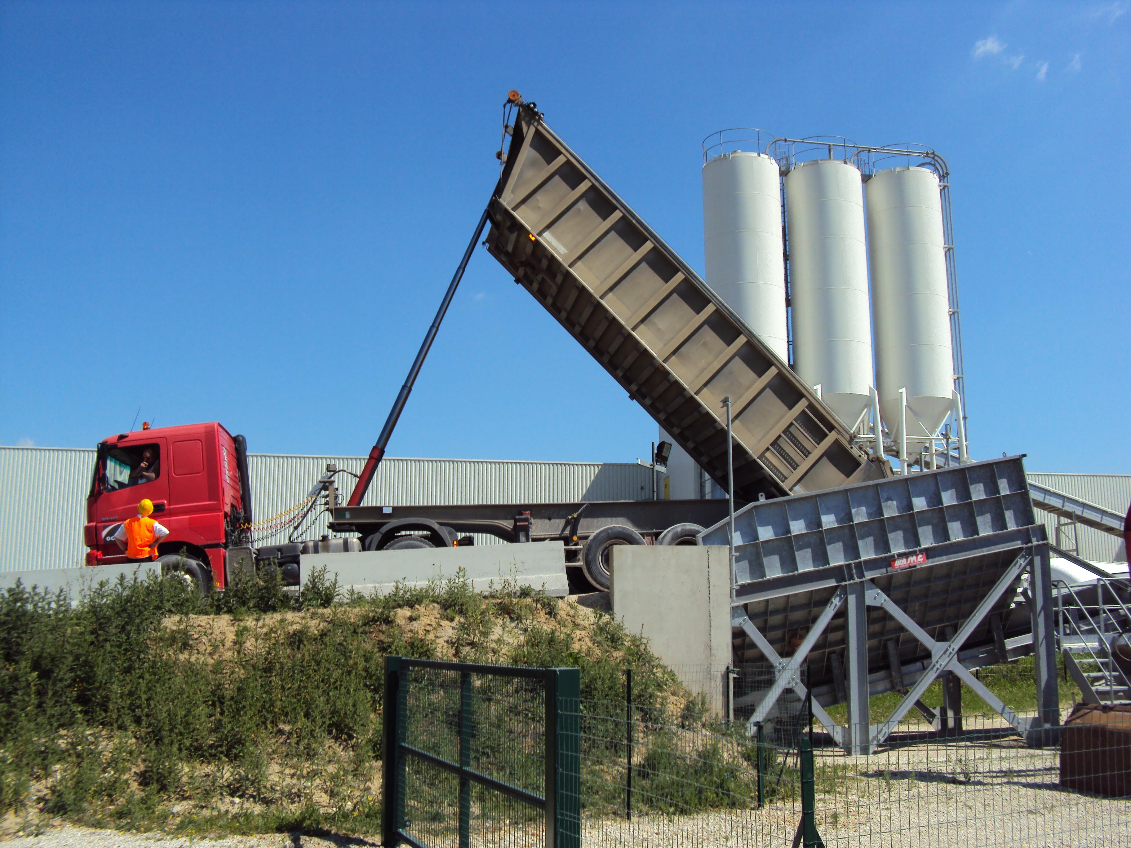 déchargeur de camion 25 m3 AMC 066 - Produits